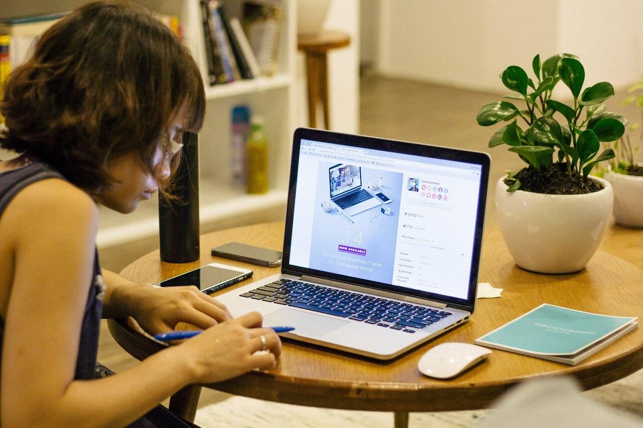 jak zarabiać w domu przez internet - freelancer